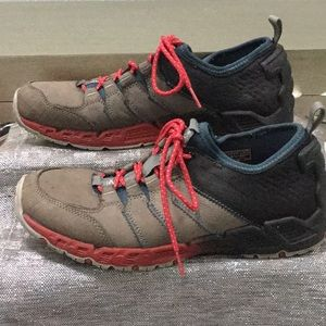Keen men's size 8.5 sneaker
